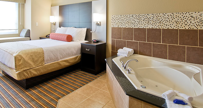 Queen Whirlpool Room